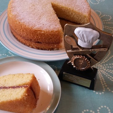 Picture of my prize winning Victoria sponge with WI baking trophy