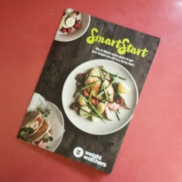 Picture of a WeightWatchers Smart Start booklet of mix and match menu plans, to start a frugal diet plan and lose weight
