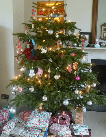 Picture of a Christmas tree and presents to illustrate a post on Christmas meal deals and cheap Christmas veg