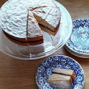 Picture of a Victoria sponge baked on a snow day as part of my five frugal things post