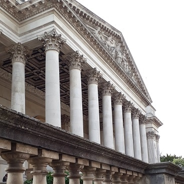 Picture of the front of the Fitzwilliam Museum during our family trip to Cambridge by train