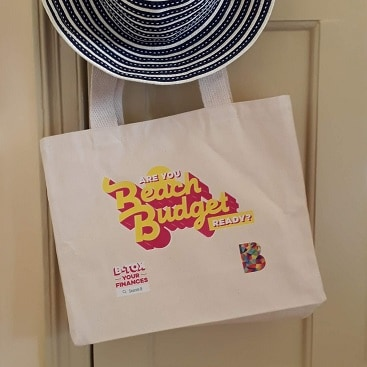 Picture of a beach bag and sun hat for my post on expert tips to cut holiday costs