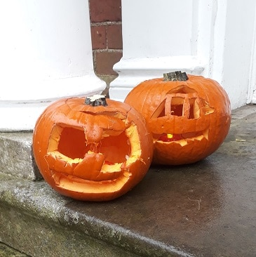 Picture of our bargain pumpkins for my frugal Halloween post