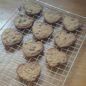Picture of chocolate chip cookies for my post with five frugal things for Valentine's Day