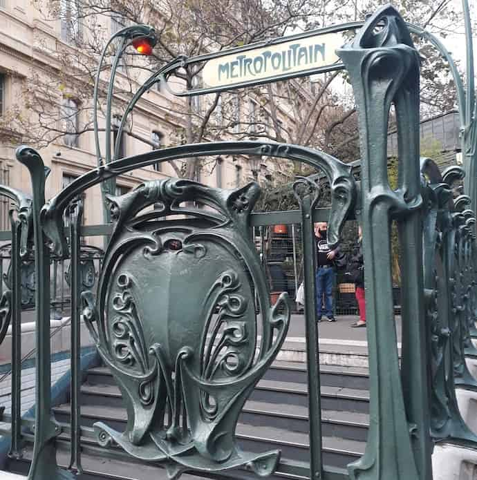 Picture of the entrance to a metro station in Paris