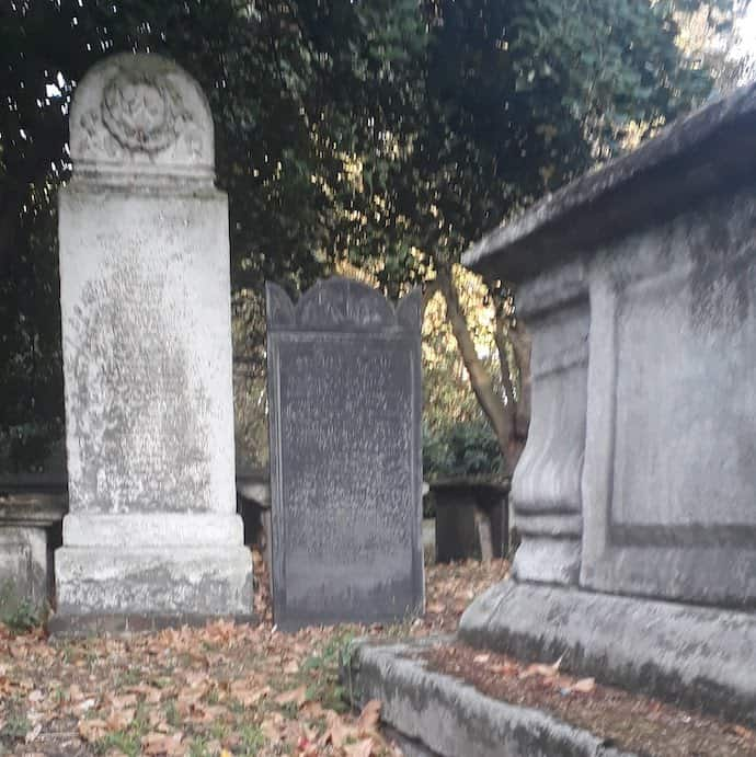 Picture of grave stones for my post on high interest current accounts