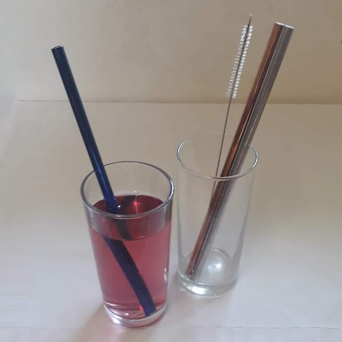 Picture of three metal straws and cleaning brush