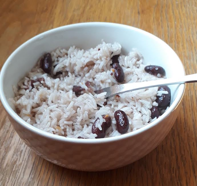 Picture of a bowl of kidney beans with rice